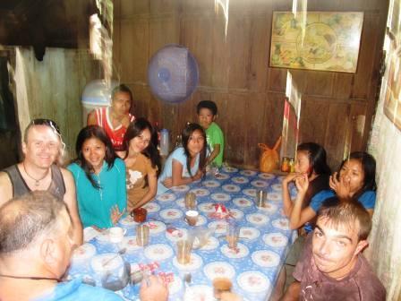 In casa del barangay captain comandano le donne...