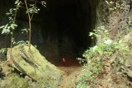 Maanghit cave