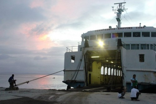 traghetto tra Samar e Luzon ad Allen